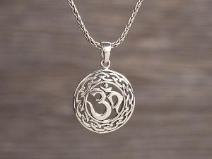 Anhänger Silber Om keltischer Knoten