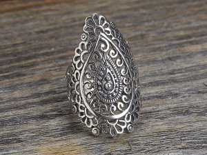 Silber Ring Ornament Tropfen