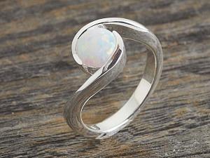 Solitär Opal Ring geschwungen